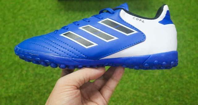5 sai lầm thường gặp khi chọn mua giày đá bóng sân cỏ nhân tạo